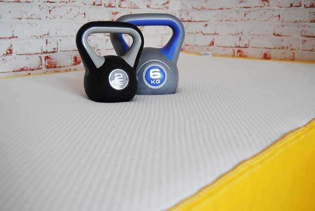 Stütze für Schultern und Becken -Optimales Prinzip der Gewichtsverteilung: Einsinken je nach Gewichtsbelastung dank des 7 Zonen Komfortschaum.