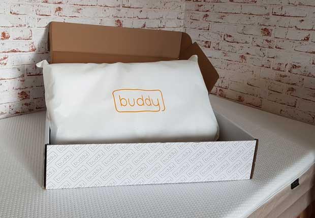 Das Buddy Nackenkissen bildet eine perfekte Ergänzung zur Buddy Matratze.