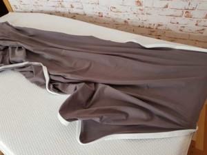 Das angebotene Easy Zip Bettlaken/Bettbezug ist kinderleicht anzubringen und bildet eine faltenlose Unterlage.