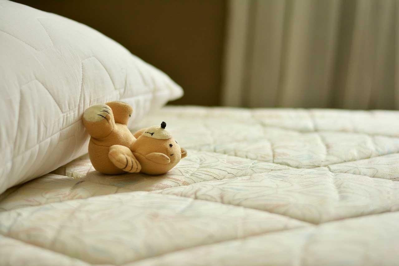 welche matratze ist tats chlich die richtige und wie teuer sollte sie sein besser schlafen 24. Black Bedroom Furniture Sets. Home Design Ideas